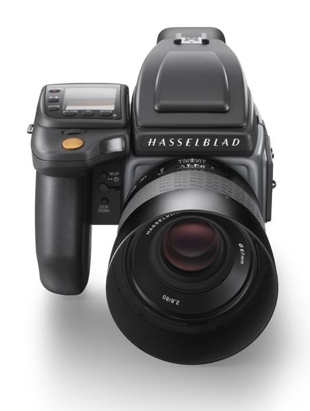 Hasselblad H6D-100c_front shot_WH.jpg